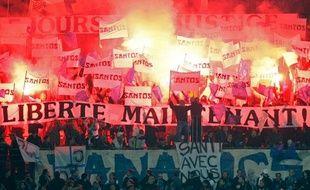 Les tribunes du Stade vélodrome protestent contre l'emprisonnement de Santos Mirasera le 15 novembre 2008.