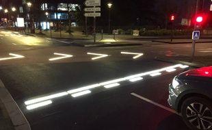 Le marquage lumineux est visible au croisement du boulevard Vincent-Gâche et du boulevard de Gaulle.