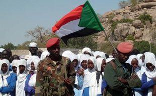 """Le président sud-soudanais Salva Kiir a annoncé mercredi, à l'issue de 48 heures d'intenses combats à Juba entre factions de l'armée, vouloir """"parler"""" avec son rival politique Riek Machar, accusé d'avoir voulu le renverser."""