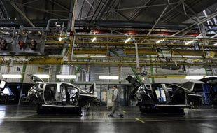 Le groupe français PSA Peugeot Citroën a encore souffert de la mauvaise santé des marchés automobiles européens au premier semestre, avec une perte nette de 819 millions d'euros et il a chiffré mercredi à 1,5 milliard d'euros les mesures qu'il veut appliquer d'ici à 2015 pour redresser la barre.