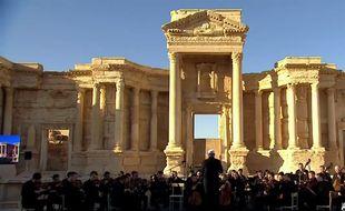 Capture d'écran du concert organisé ce jeudi à Palmyre en Syrie.