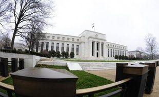 """La banque centrale des Etats-Unis (Fed) a annoncé jeudi avoir approuvé les plans d'utilisation du capital de seize des plus grandes banques américaines, mais n'avoir donné qu'un feu vert """"sous conditions"""" à deux d'entre elles, Goldman Sachs et JPMorgan Chase."""