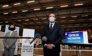 Le Premier ministre, Jean Castex, s'adresse à la presse lors d'une visite au vaccinodrome de la Porte de Versailles, à Paris, le 15 mai 2021.