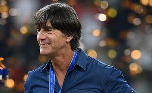 Joachim Löw fier de son équipe d'Allemagne bis, qui a remporté la Coupe des Confédérations le 2 juillet 2017.