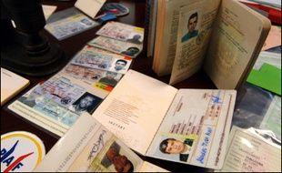Contrefaçons, usurpations d'identité, falsifications de documents vierges volés : la fraude documentaire, aux multiples formes, se développe massivement en France, notamment chez les étrangers en situation irrégulière.