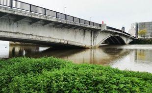 Le pont du Général-Audibert enjambe la Loire à Nantes.