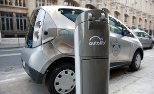 Paris le 05 decembre 2011. Inauguration reelle du concept de voiture electrique en libre service Autolib' inspire de Velib' avec la  Blue Car de Bollore.