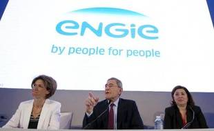 La direction de GDF Suez (de g à d: le PDG Gerard Mestrallet, la vice-président Isabelle Kocher et la responsable de la communication Valérie Bernis) présente le nouveau nom du groupe le 24 avril 2015 à Paris