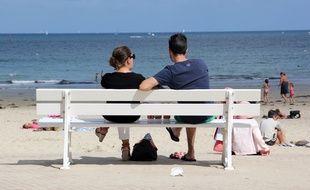 Des touristes sur la plage de Dinard.