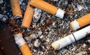 Le gouvernement et les industriels ont décidé de reporter au mois d'octobre la hausse des prix des cigarettes prévue en juillet, une décision prise après un premier trimestre où le marché a connu sa première baisse en valeur en dix ans, rapporte le journal Les Echos.