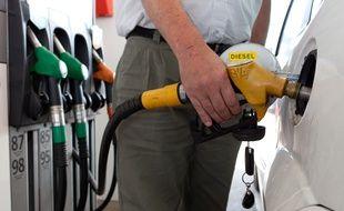 Station essence Total sur l'aire de repos de Lisses sur l'autoroute A6.(Illustration)