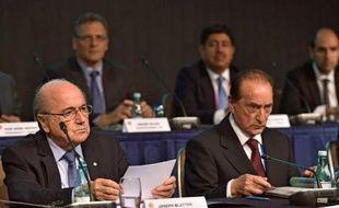 Le président de la Fifa, Joseph Blatter (g) lors d'un congrès à Sao Paulo, le 9 juiin 2014