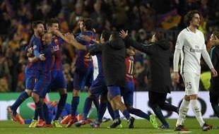 La joie des Barcelonais, la détresse des Parisiens, après cet incroyable Barça-PSG (6-1) en 8e de finale retour de Ligue des champions, le 8 mars 2017.