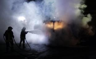 """De nouveaux incidents ont eu lieu mercredi autour de décharges près de Naples, blessant un policier et trois manifestants contre le déversement de déchets, tandis que Bruxelles a demandé au gouvernement italien de rémédier à la crise """"sans retard""""."""