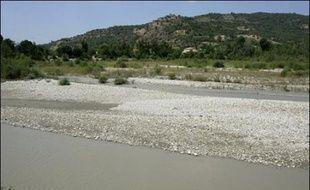Le département des Alpes-de-Haute-Provence a étendu ses mesures de restriction d'eau pour lutter contre la sécheresse, a annoncé mardi la préfecture.