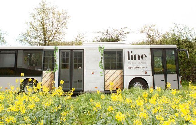 Line est en bus aménagé en centre de beauté.