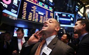 La Bourse de New York a fini en léger repli mardi, la prudence restant de mise à une semaine d'une réunion de la banque centrale américaine cruciale pour l'avenir des aides à l'économie: le Dow Jones a cédé 0,33% et le Nasdaq 0,20%.