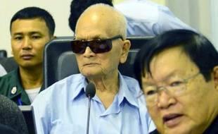 L'idéologue du régime khmer rouge, Nuon Chea (c), 88 ans, au tribunal de Phnom Penh, le 17 octobre 2014 au Cambodge
