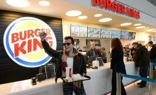 Après avoir avalé en décembre l'enseigne Quick, le groupe Olivier Bertrand, principal actionnaire de Burger King France, est à quelques semaines de boucler le rachat des 13 établissements du Groupe Frères Blanc