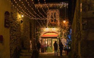 A Rochefort-en-Terre, sacré village préféré des Français en 2016, toutes les rues et venelles sont illuminées pour les fêtes de fin d'année.