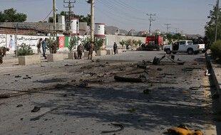 Des gardes sécurisent un site, à Kaboul, touché par une explosion le 3 juin 2021.