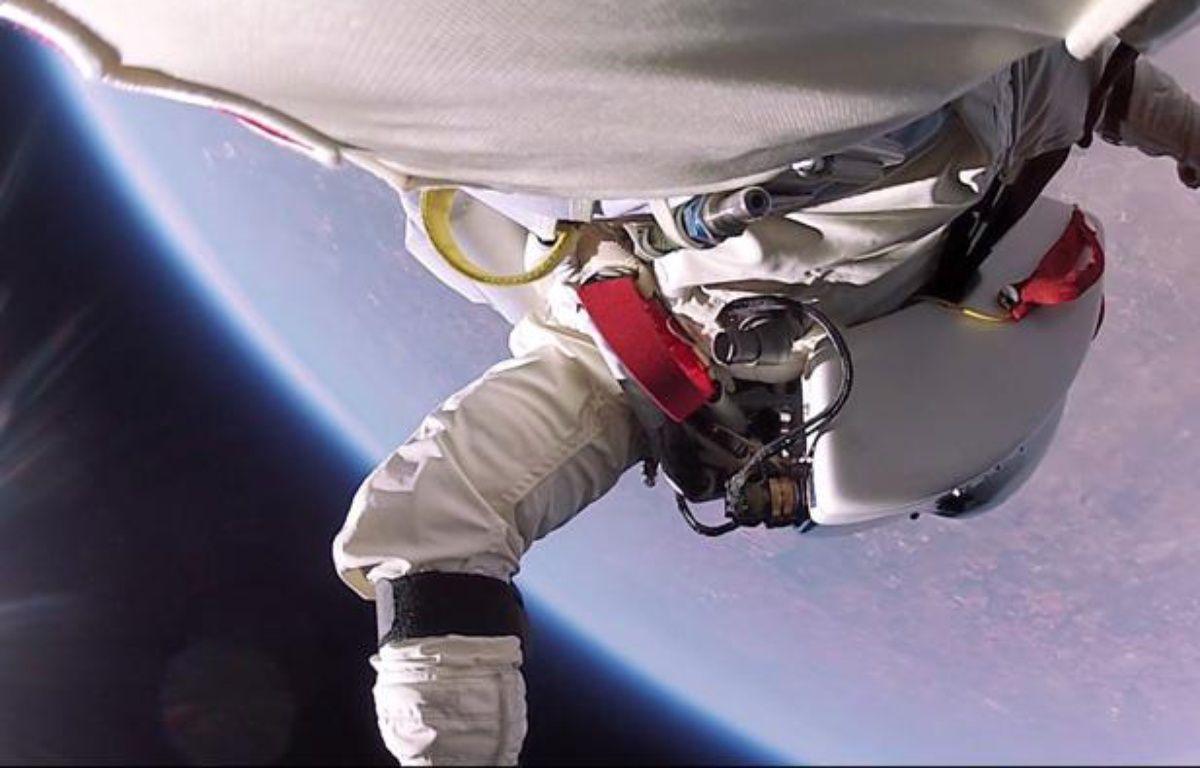 Capture d'écran d'une vidéo mise en ligne sur YouTube le 31 janvier 2014 montrant des images inédites du saut de Felix Baumgartner. – 20 MINUTES