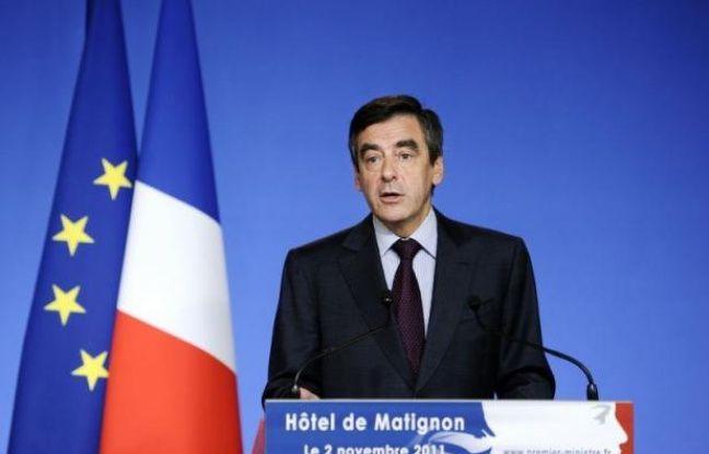 Le Premier ministre français François Fillon a précisé mercredi la feuille de route du nouveau renforcement, sans capitaux publics, des fonds propres des banques françaises, les incitant à ne pas ralentir la distribution de crédit et à diminuer significativement le montant des bonus pour l'année 2011.