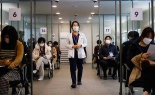 Un centre de vaccination à Séoul, illustration. Les effets du vaccins sur le Covid long sont pour le moment totalement inconnus.