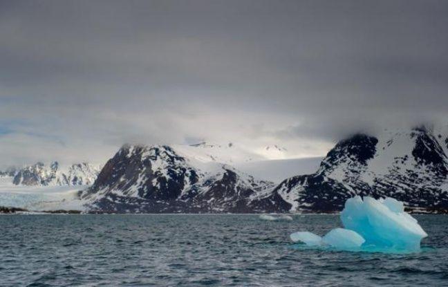 Trois navigateurs qui viennent de réussir la première traversée à la voile de la route la plus septentrionale du Passage du Nord-Ouest ont constaté une absence de glace inédite dans cette région arctique, a indiqué à l'AFP leur correspondant à Montréal.