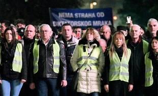 Des membres de l'opposition prorusse au Monténégro portent des gilets jaunes à Podgorica, le 9 décembre 2018.
