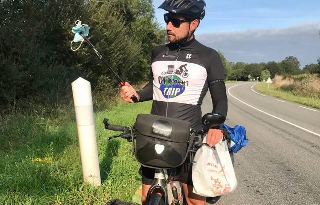 Florian ramasse les masques à l'aide d'une pice et les stocke ensuite dans un sac de compression.