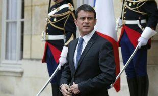 Le Premier ministre Manuel Valls, sur le perron de l'hôtel Matignon à Paris, le 22 avril 2016