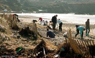 Les opérations de nettoyage de Surfrider Foundation ont lieu toute l'année.