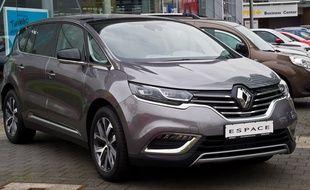 Le monospace Espace V de Renault, accusé par le client d'avoir démarré tout seul.