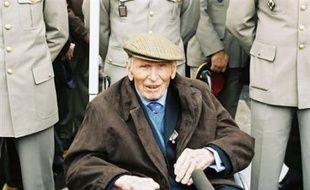 """Lazare Ponticelli, décédé à l'âge de 110 ans, ultime survivant de la Grande guerre, voulait """"porter le souvenir de (ses) camarades"""" morts au front, lui dont la vie s'apparentait à un roman."""