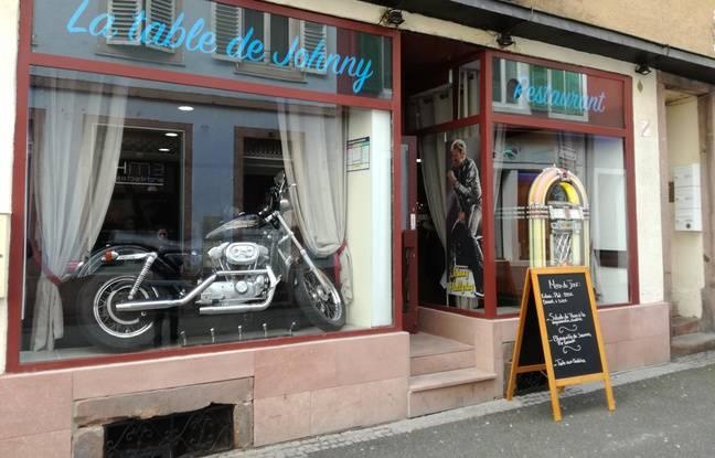La Table de Johnny a ouvert en hommage au rockeur en plein centre de Sélestat en Alsace, ce mercredi 14 février.
