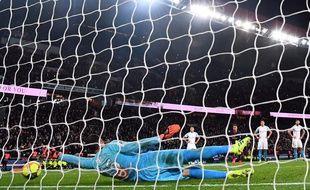 Pelé arrête le penalty de Mbappé, face au PSG.