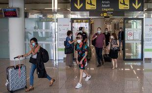 Des touristes à l'arrivée de l'aéroport de Palma de Majorque, le 22 juin 2020.