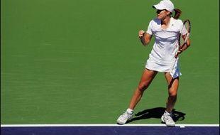Les favoris, à l'image du Suisse Roger Federer (N.1), ont réussi leur entrée dans le tournoi de tennis d'Indian Wells, comptant pour les circuits masculin ATP et féminin WTA, dimanche.