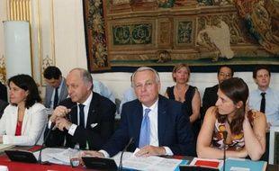 Le gouvernement a dévoilé mercredi des mesures de simplification et de modernisation de l'État qui doivent permettre de réduire de 3 milliards d'euros en 2014 le déficit de l'État.