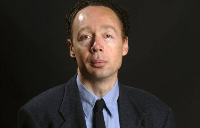 Le vice-président d'Amnesty International France, Francis Perrin, le 19 octobre 2003, à Lyon.
