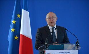 Le ministre français des Finances Michel Sapin lors de la conférence de presse sur la lutte contre le financement du terrorisme le 23 novembre 2015 à Bercy