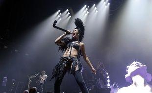 Shaka Ponk sur la scène de l'AccorHotels Arena de Paris en mars 2018.