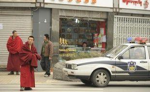 Agissant en ordre dispersé mais surtout soucieuse de ne pas contrarier la grande puissance économique et diplomatique qu'est devenue la Chine, la communauté internationale est extrêmement prudente et discrète sur la question tibétaine.