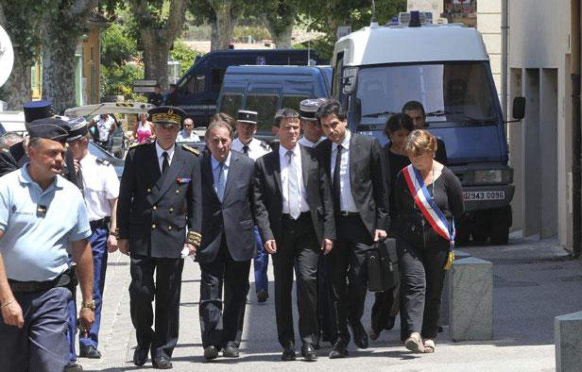 Collobrières le 18 juin 2012 - Deux gendarmes ont été abattues dans le centre du village dans la nuit . Le ministre de l'interieur Manuel VALLS s'est rendu sur place . – P. MAGNIEN / 20 MINUTES