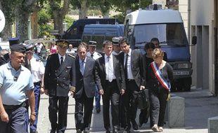 Collobrières le 18 juin 2012 - Deux gendarmes ont été abattues dans le centre du village dans la nuit . Le ministre de l'interieur Manuel VALLS s'est rendu sur place .