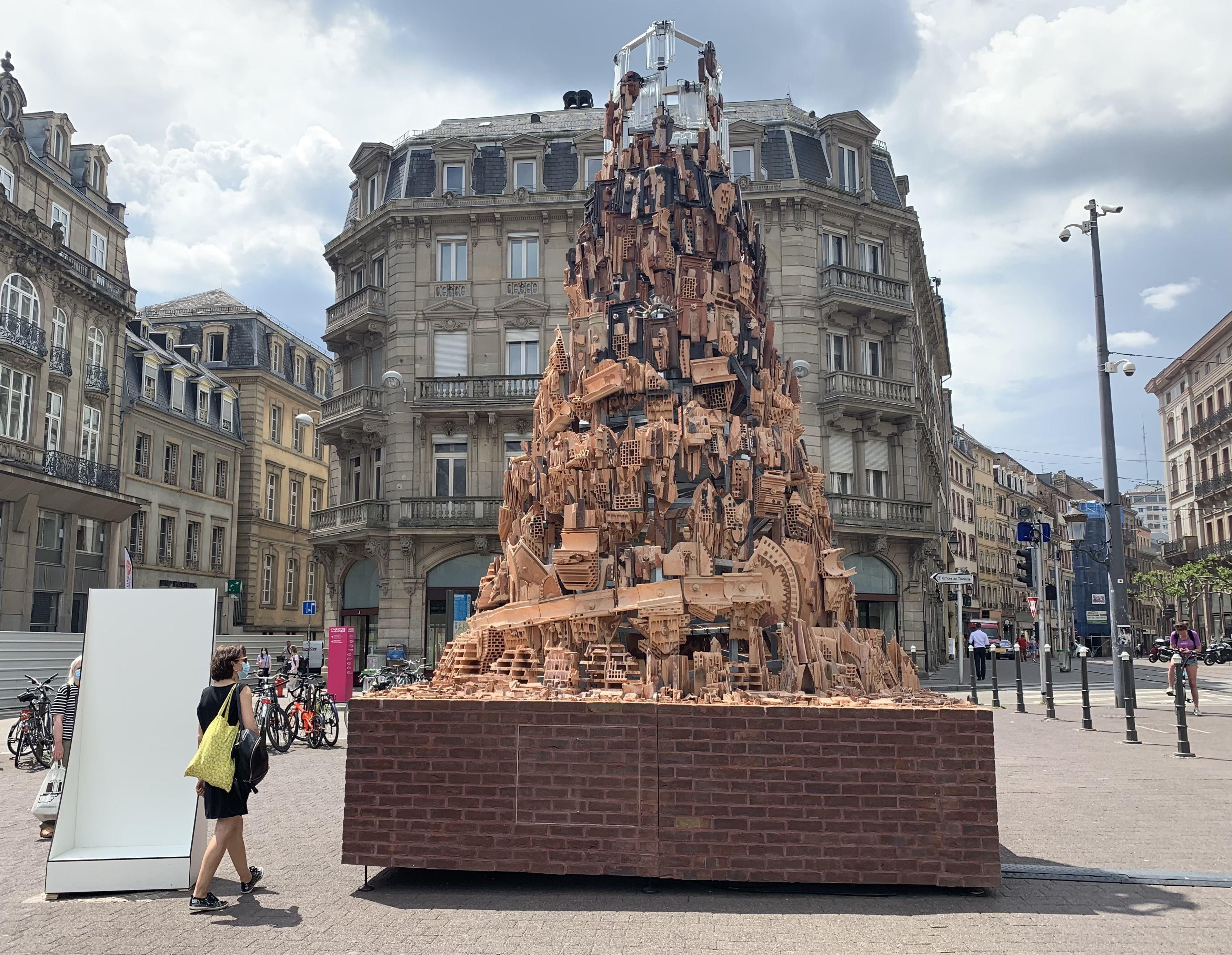 Terre de ciel de Patrick Bastardoz pour Wienerberger. . L'industrie Magnifique à Strasbourg le 3 juin 2021.