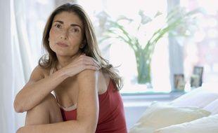 En plus de leur ménopause physiologique, les femmes subissent également une forme de