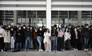 Des élèves du lycée Aragon de Muret lors de la minute de silence en hommage à Samuel Paty, le 2 novembre 2020.
