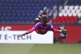 Neymar fait des essais de chorégraphie dansante contre Lens, le 1er mai 2021.